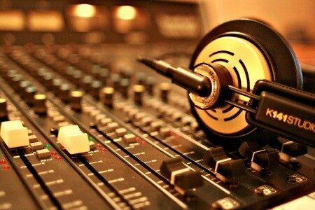 headphones-7859496